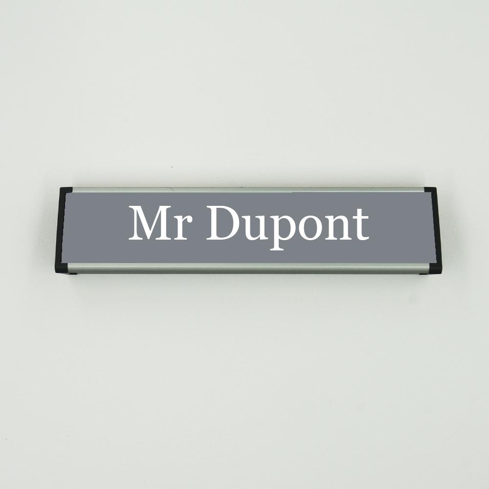Chevalet à personnaliser (porte nom, panneau) - Plaque signalétique gravée pour bureaux et entreprises