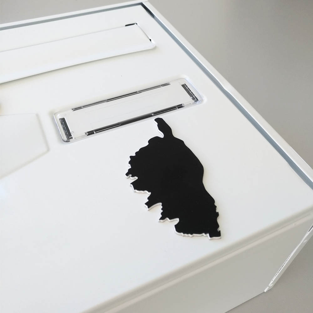 Numéro fantaisie personnalisable pour boite aux lettres couleur blanc chiffres bleus - Modèle région Corse