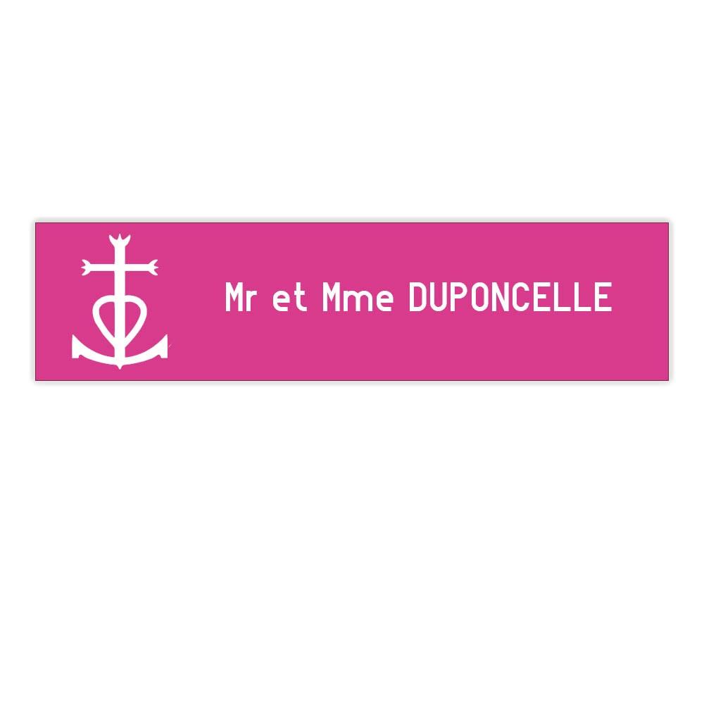 Plaque boite aux lettres Decayeux CROIX CAMARGUAISE (100x25mm) rose lettres blanches - 1 ligne