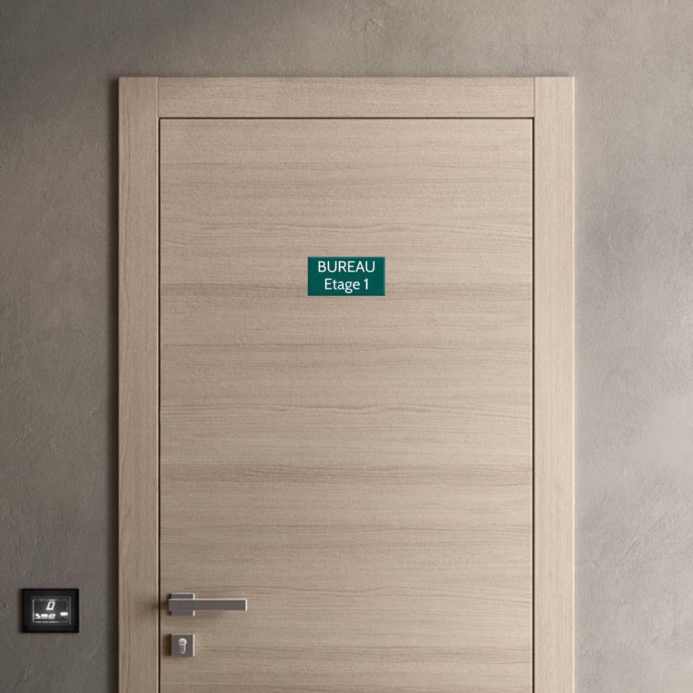 Plaque de porte gravée sur 1 à 2 lignes couleur vert foncé lettres blanches - Format rectangle 100 x 200 mm