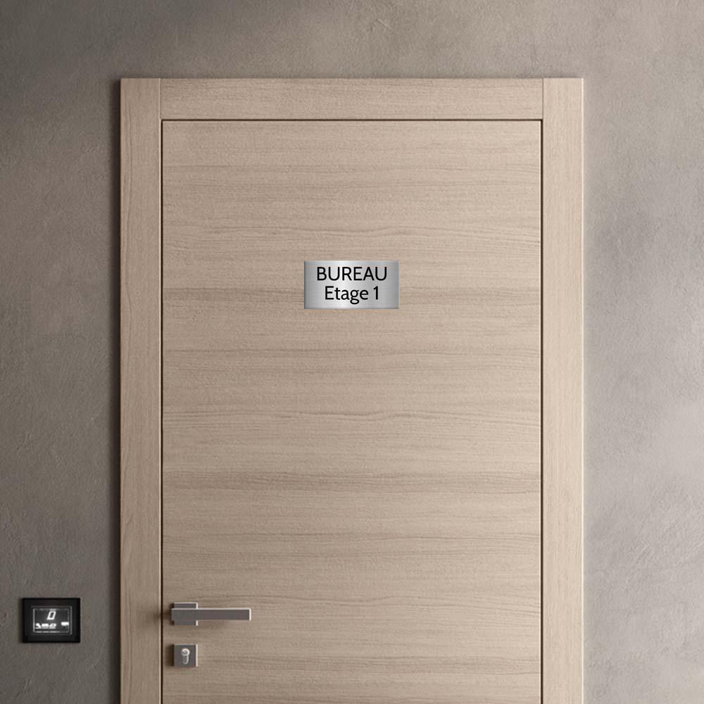 Plaque de porte gravée sur 1 à 2 lignes couleur gris argent lettres noires - Format rectangle 125 x 250 mm
