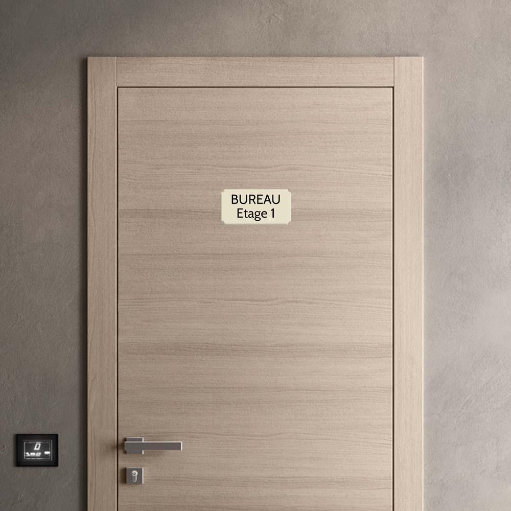 Plaque de porte gravée sur 1 à 2 lignes couleur beige lettres noires - Rectangle classique 125 x 250 mm