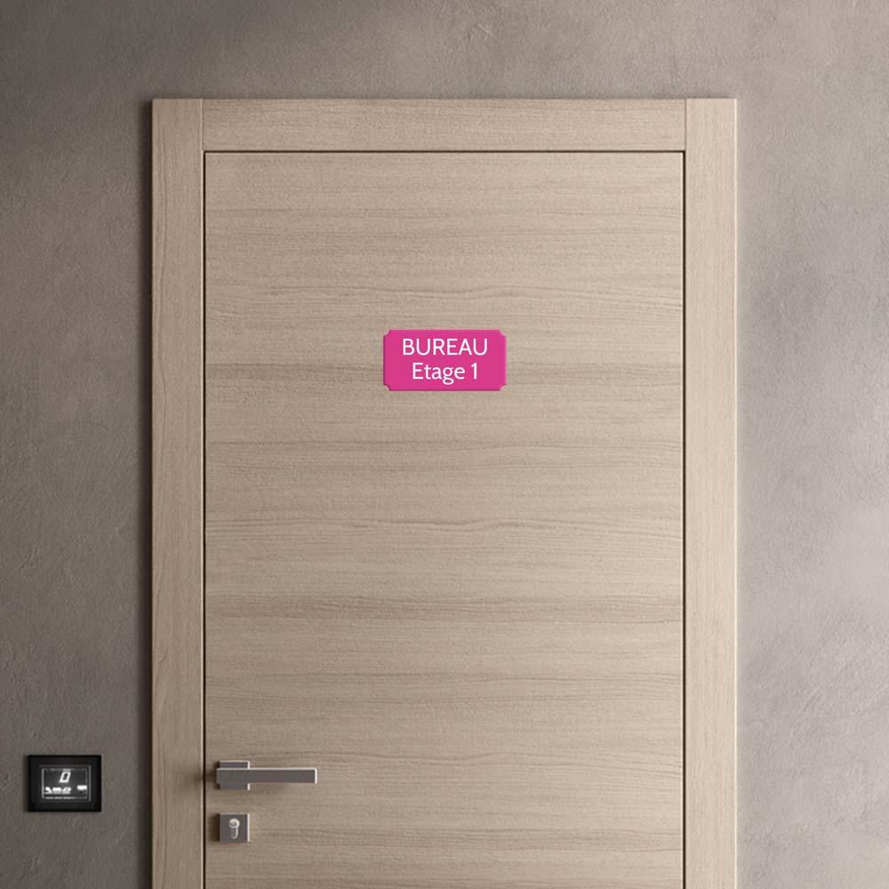 Plaque de porte gravée sur 1 à 2 lignes couleur rose lettres blanches - Rectangle classique 125 x 250 mm