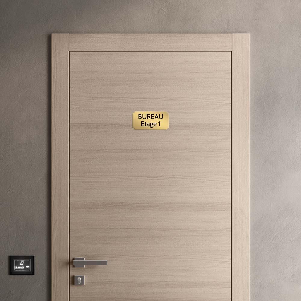 Plaque de porte gravée sur 1 à 2 lignes couleur or brossé lettres noires - Format rectangle classique 100 x 200 mm