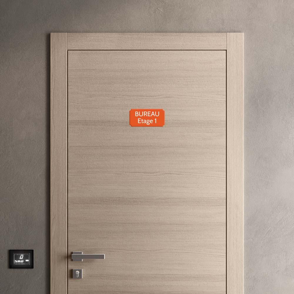 Plaque de porte gravée sur 1 à 2 lignes couleur orange lettres blanches - Format rectangle classique 100 x 200 mm