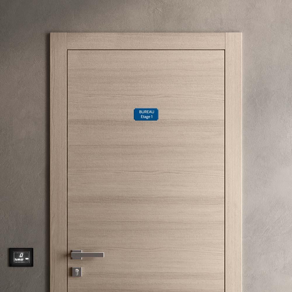 Plaque de porte gravée sur 1 à 2 lignes couleur bleue lettres blanches - Format rectangle classique 75 x 150 mm