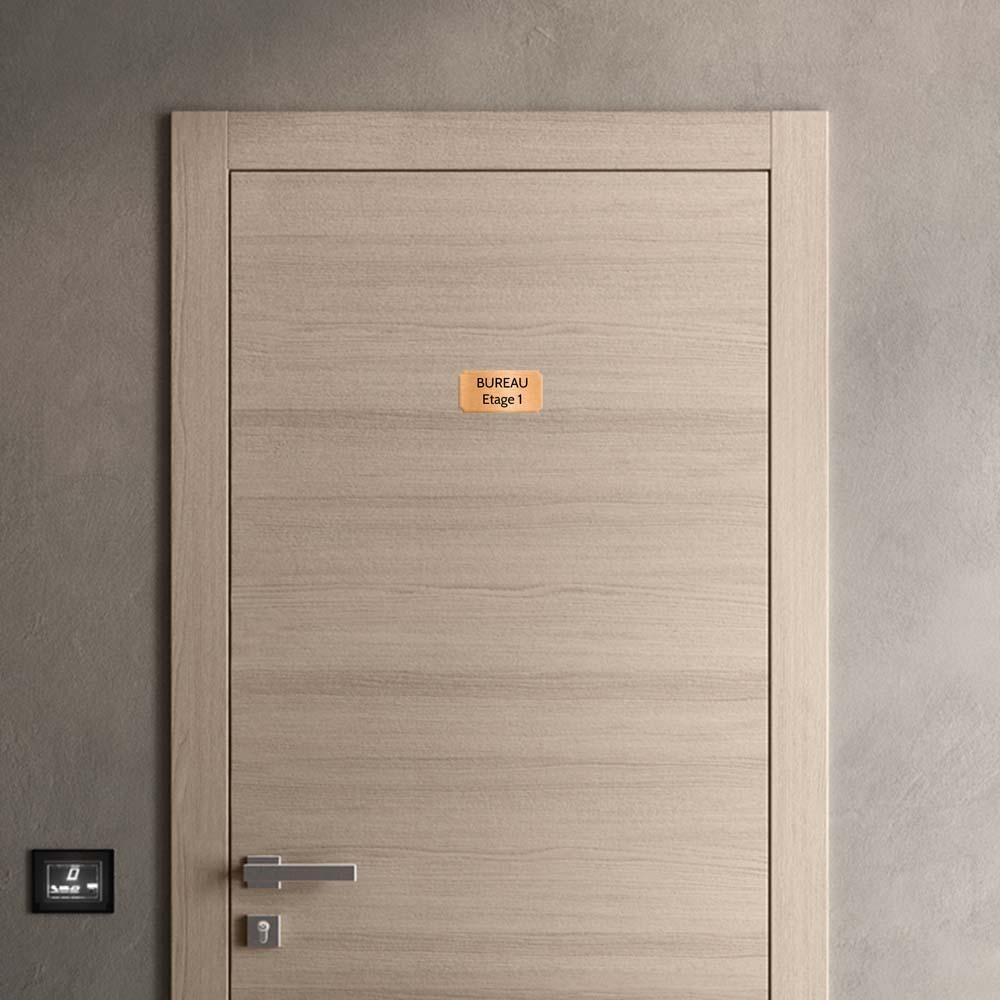 Plaque de porte gravée sur 1 à 2 lignes couleur cuivre lettres noires - Format rectangle classique 75 x 150 mm