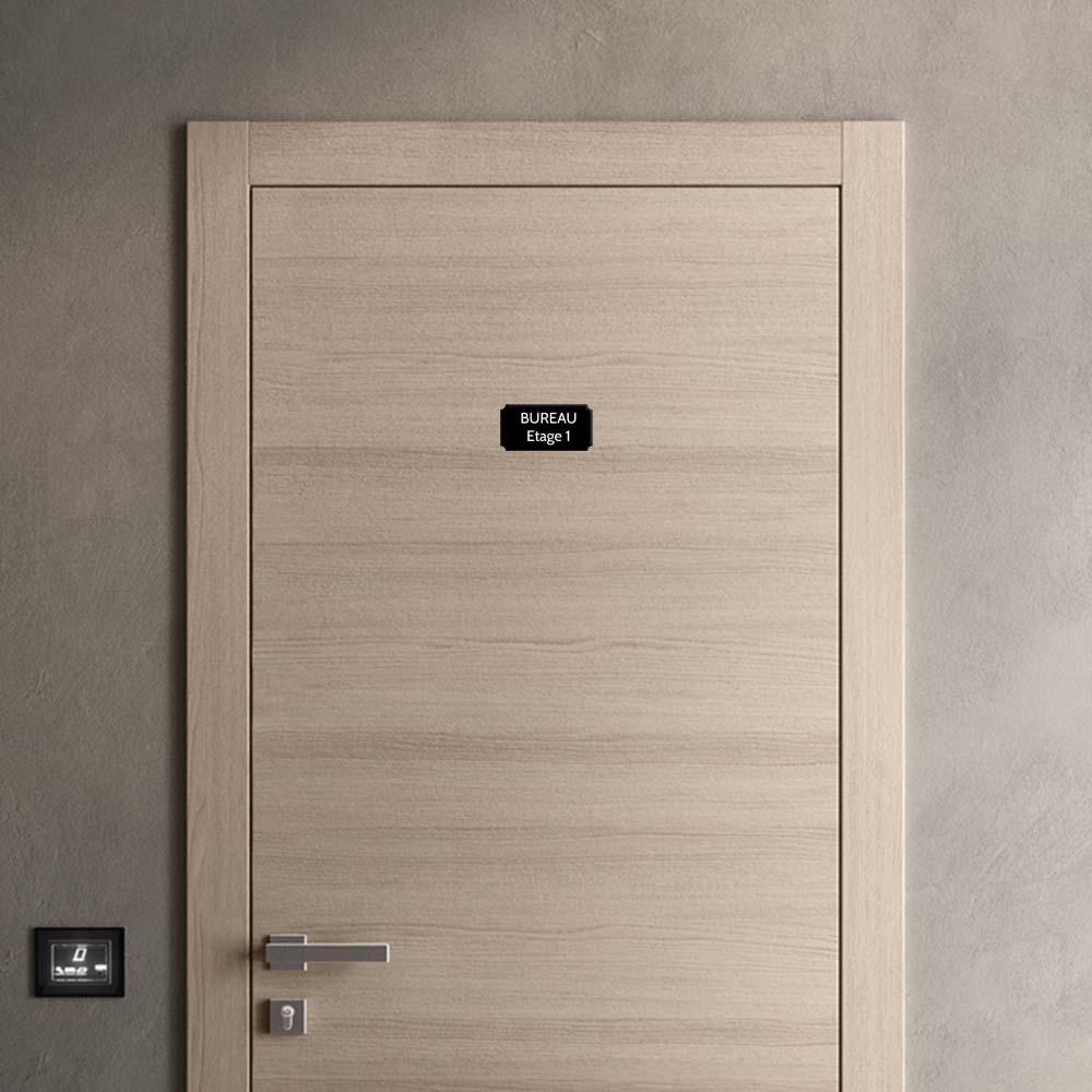 Plaque de porte gravée sur 1 à 2 lignes couleur noire lettres blanches - Format rectangle classique 75 x 150 mm