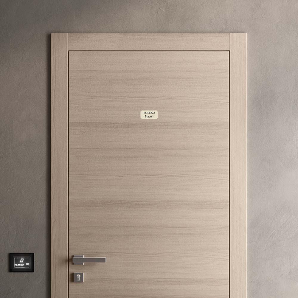 Plaque de porte gravée sur 1 à 2 lignes couleur beige lettres noires - Format rectangle classique 50 x 100 mm