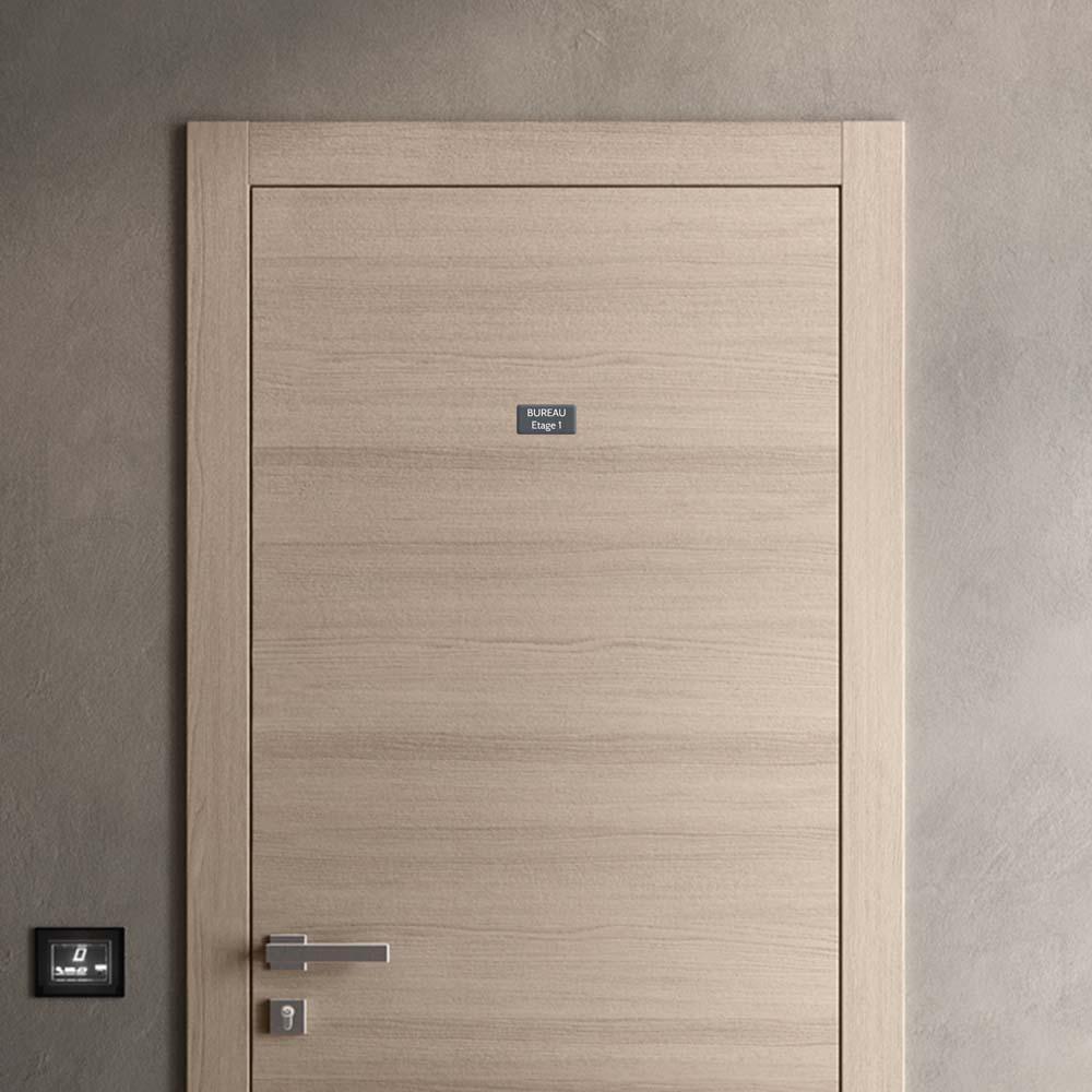 Plaque de porte gravée sur 1 à 2 lignes couleur grise lettres blanches - Rectangle angles arrondis 50 x 100 mm