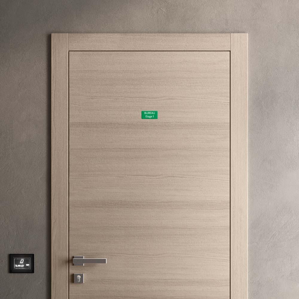 Plaque de porte gravée sur 1 à 2 lignes couleur vert clair lettres blanches - Rectangle angles arrondis 50 x 100 mm