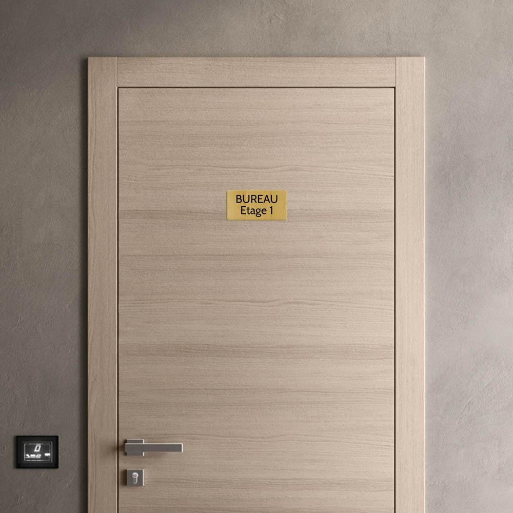 Plaque de porte gravée sur 1 à 2 lignes effet bois clair lettres noires - Rectangle angles arrondis 100 x 200 mm