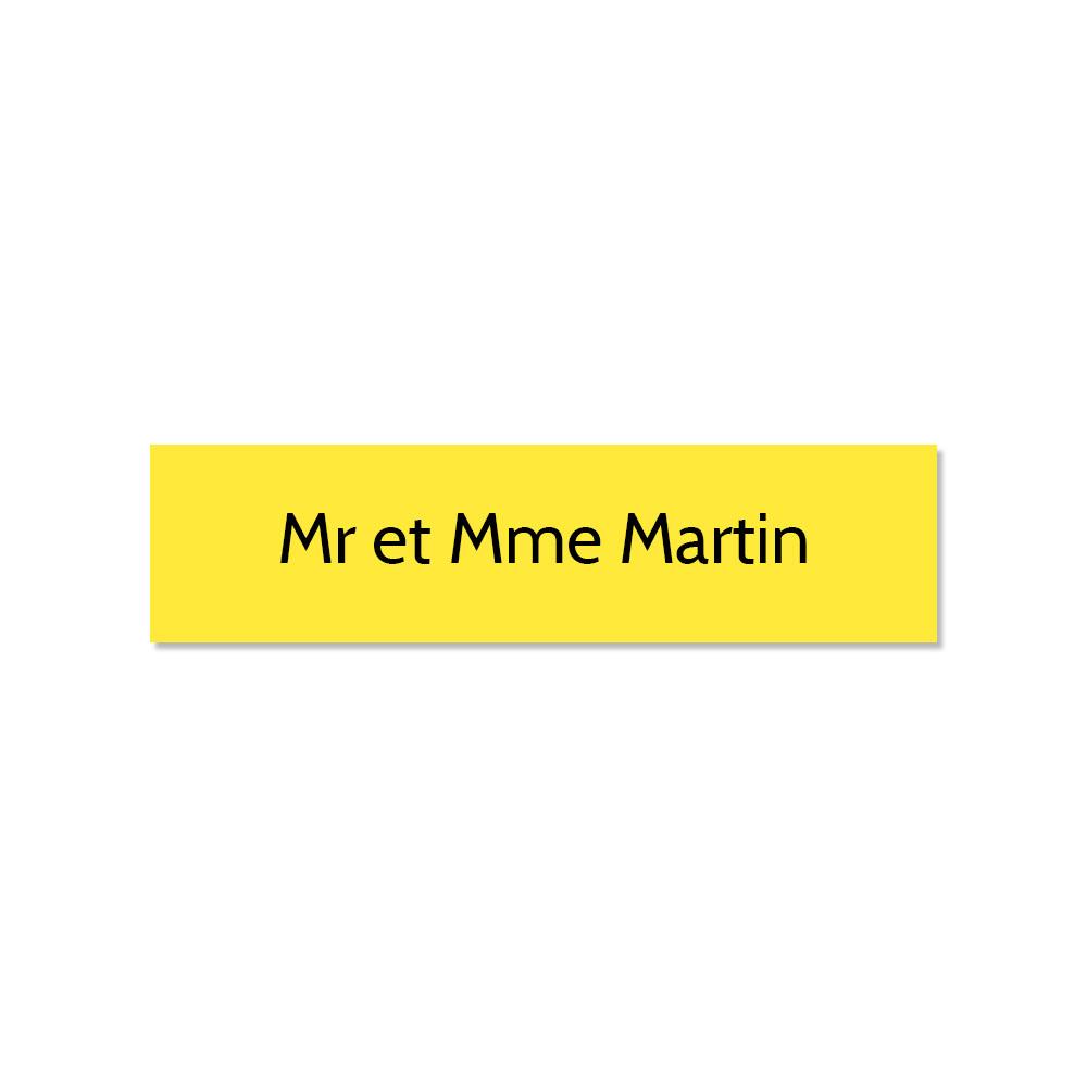 Plaque adhésive interphone ou sonnette 60 mm x 15 mm gravure personnalisée sur 1 ligne couleur jaune lettres noires