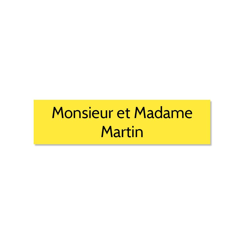 Plaque adhésive interphone ou sonnette 60 mm x 15 mm gravure personnalisée sur 2 lignes couleur jaune lettres noires
