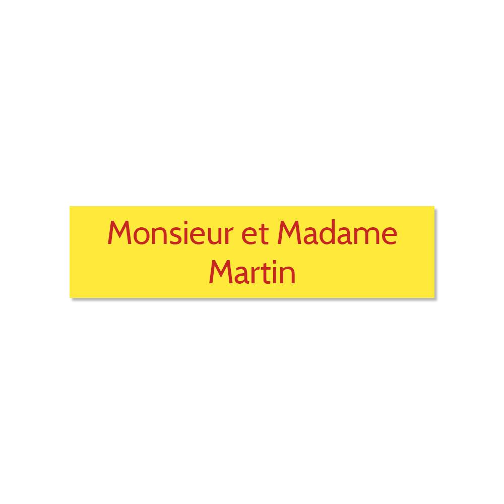 Plaque adhésive interphone ou sonnette 60 mm x 15 mm gravure personnalisée sur 2 lignes couleur jaune lettres rouges