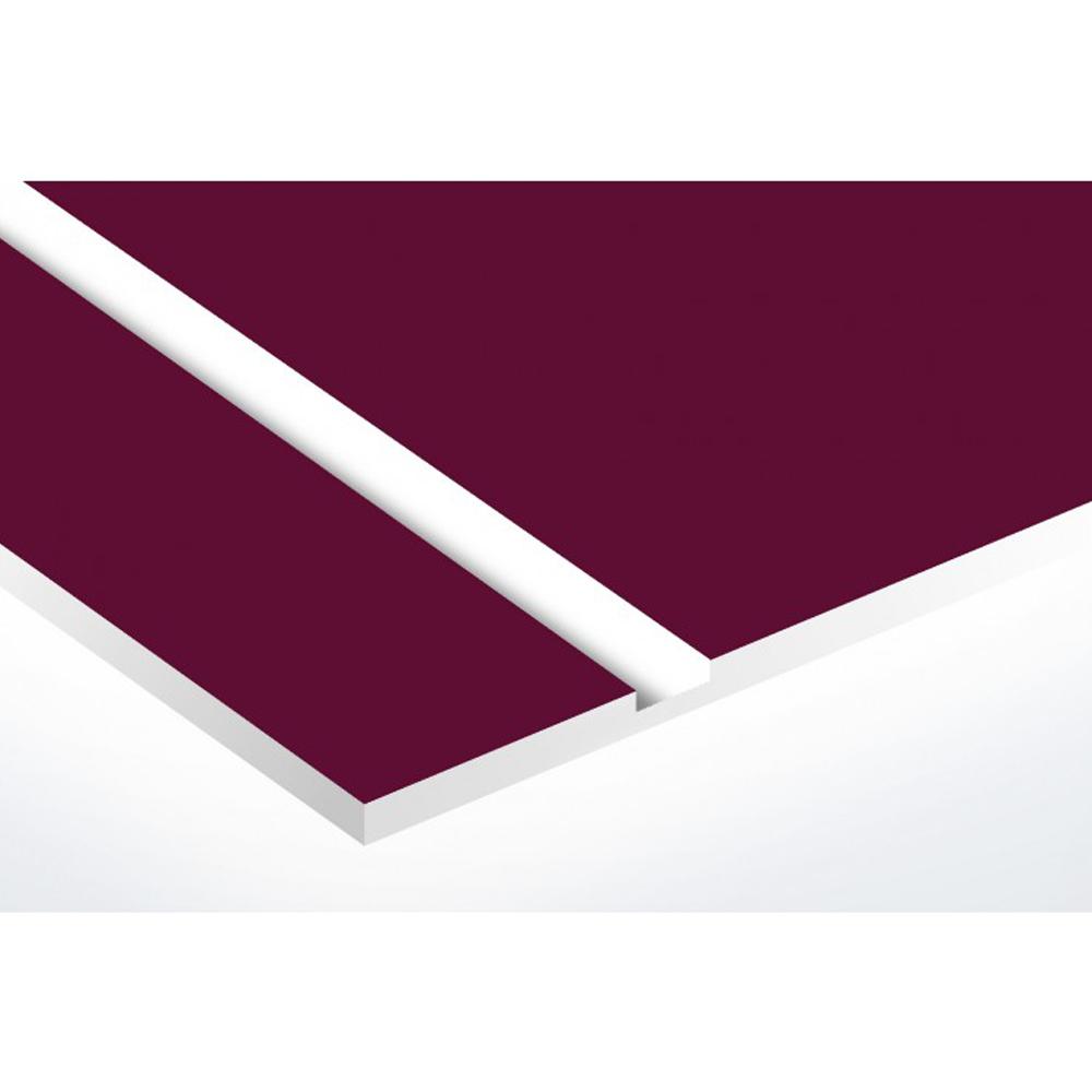 Plaque adhésive interphone ou sonnette 60 mm x 15 mm gravure personnalisée sur 1 ligne couleur bordeaux lettres blanches