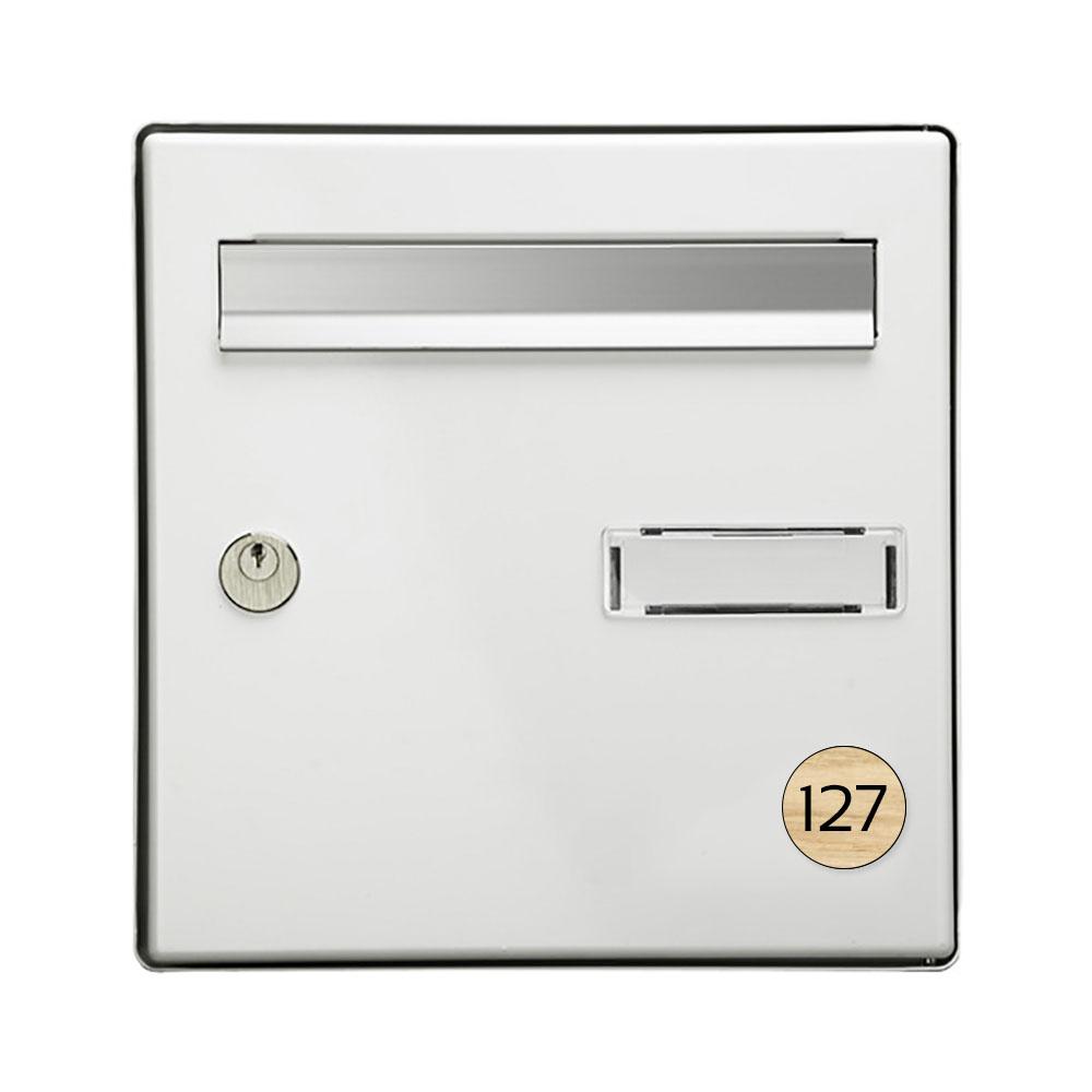 Numéro pour boite aux lettres personnalisable format rond diamètre 40 mm couleur effet bois clair chiffres blancs
