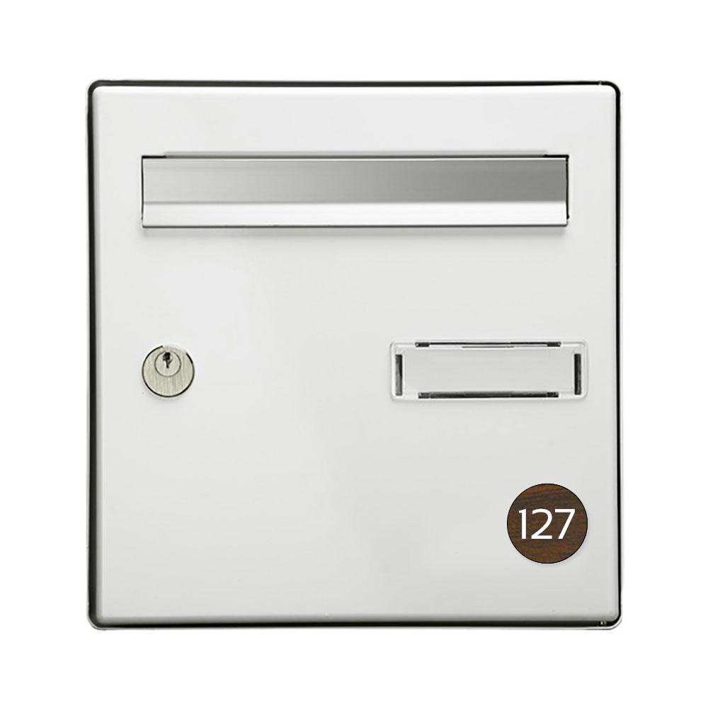 Numéro pour boite aux lettres personnalisable format rond diamètre 40 mm couleur effet bois foncé chiffres blancs