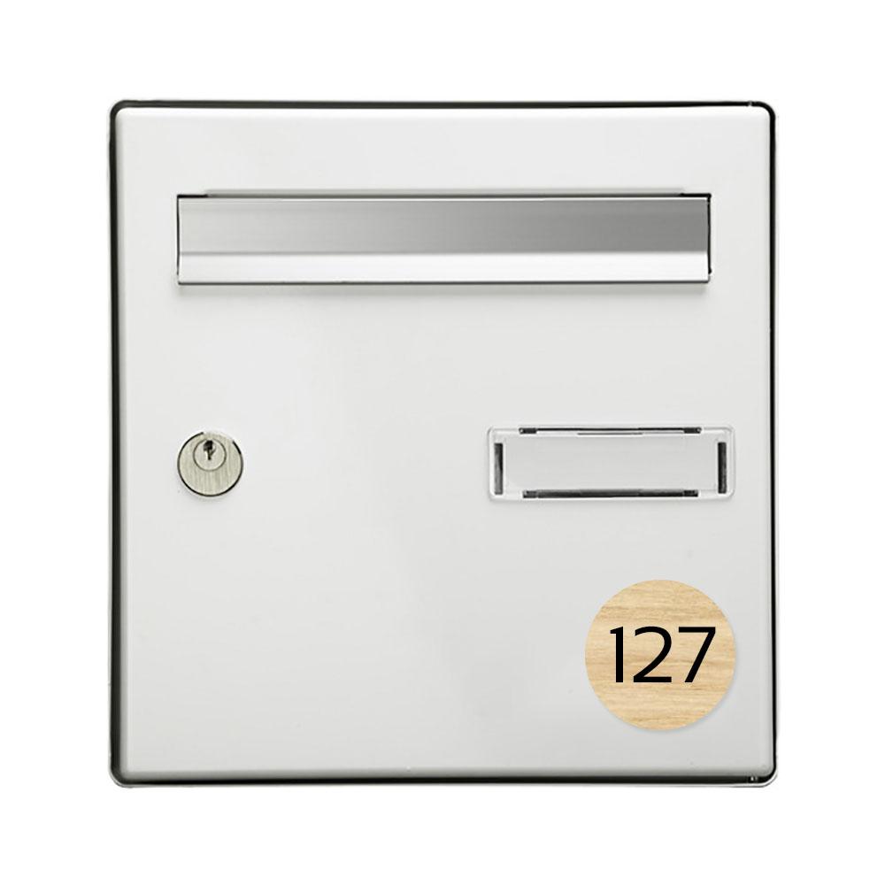 Numéro pour boite aux lettres personnalisable format rond diamètre 60 mm couleur effet bois clair chiffres blancs