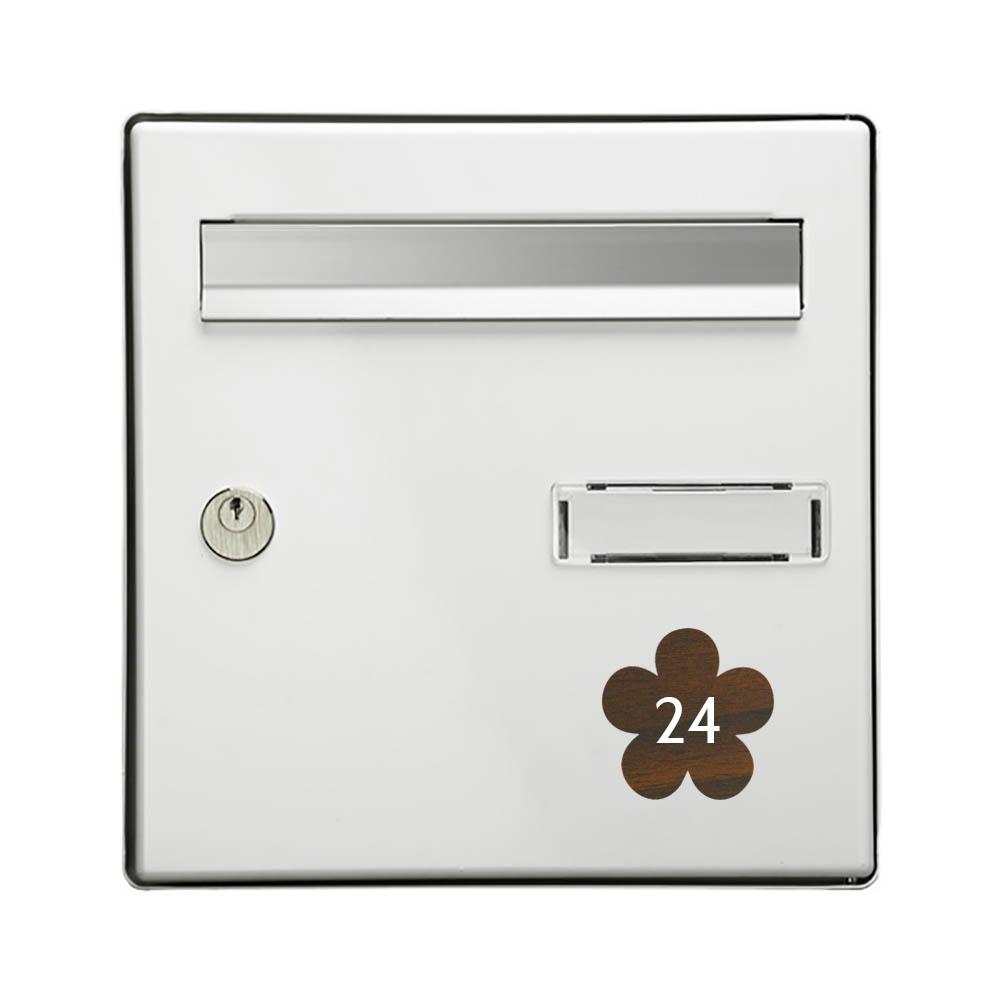 Numéro fantaisie personnalisable pour boite aux lettres couleur effet bois foncé chiffres blancs - Modèle Fleur