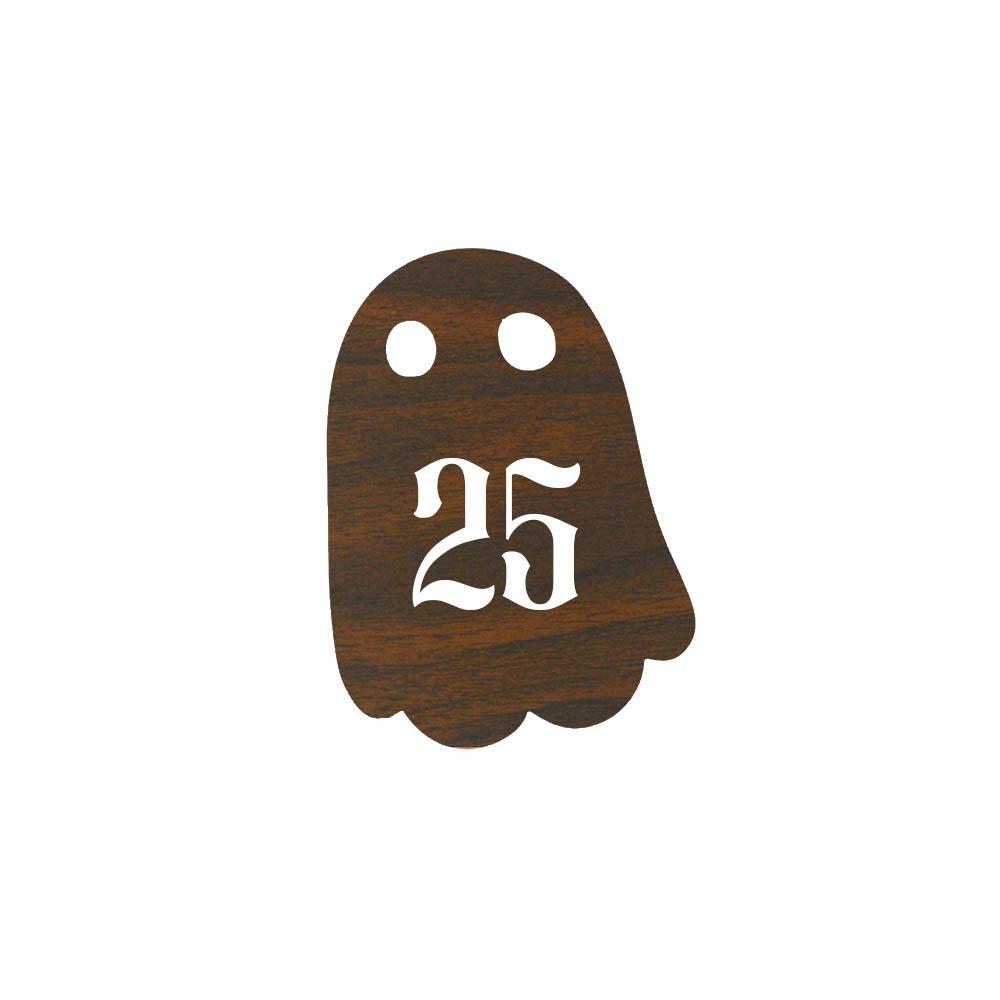 Numéro fantaisie personnalisable pour boite aux lettres couleur effet bois foncé chiffres blancs - Modèle Fantôme