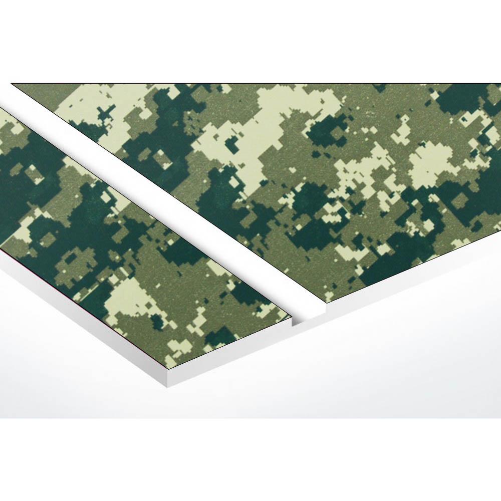 Plaque adhésive interphone ou sonnette 60 mm x 15 mm gravure personnalisée sur 2 lignes couleur Camo Vert lettres blanches
