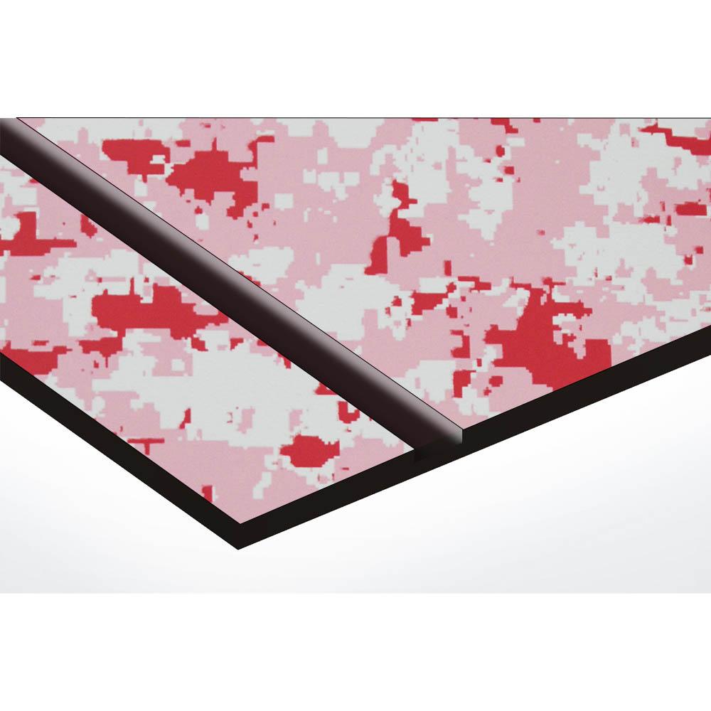 Plaque adhésive interphone ou sonnette 60 mm x 15 mm gravure personnalisée sur 2 lignes couleur Camo Rose lettres noires