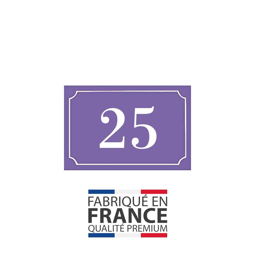 Numéro de maison / rue gravé et personnalisé couleur violet chiffres blancs - Signalétique extérieure