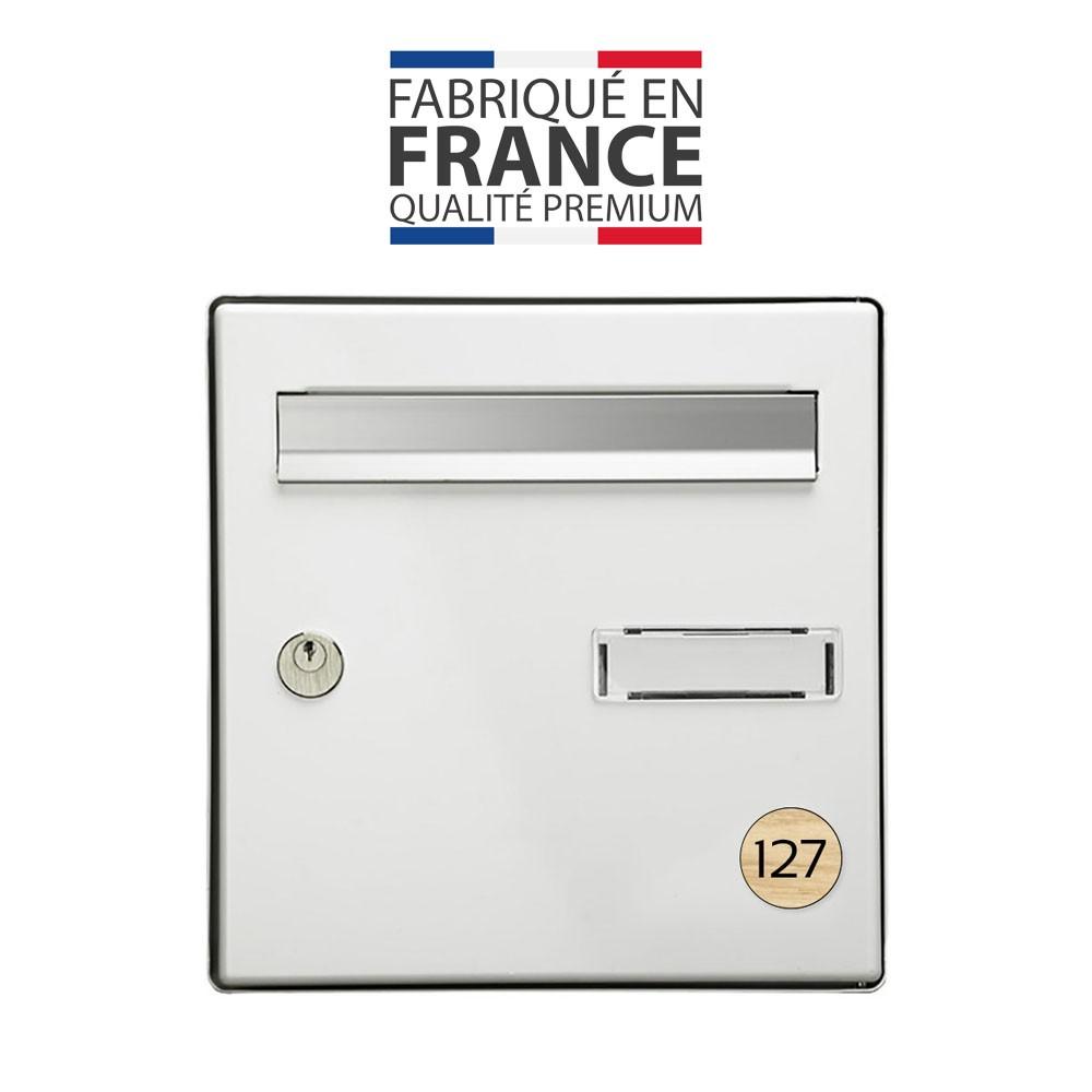 Numéro pour boite aux lettres personnalisable format rond diamètre 40 mm couleur effet bois clair chiffres noirs