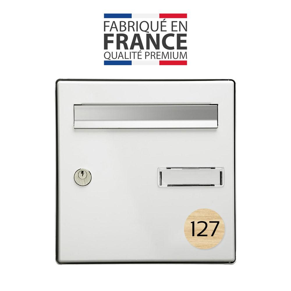 Numéro pour boite aux lettres personnalisable format rond diamètre 60 mm couleur effet bois clair chiffres noirs