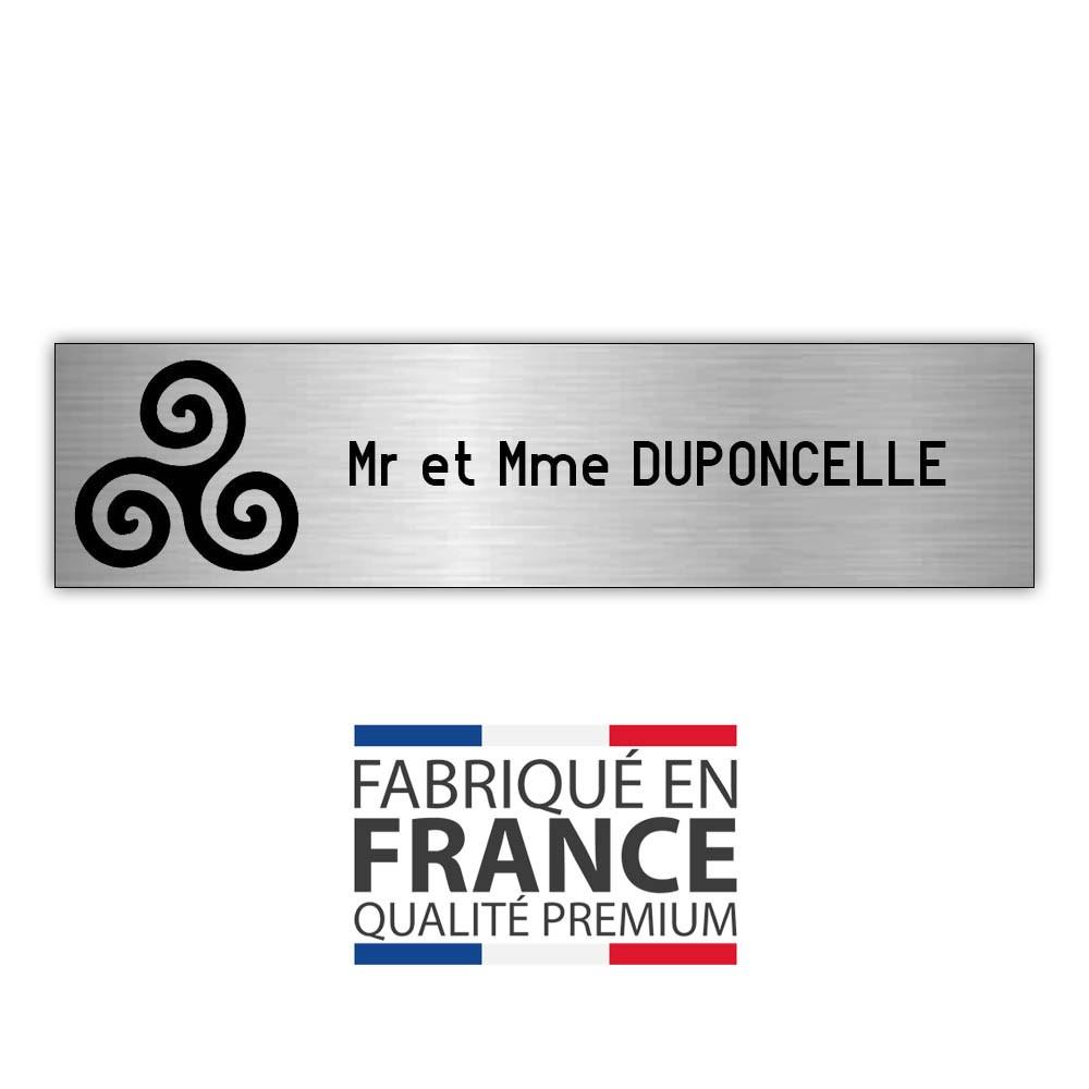 Plaque boite aux lettres format Decayeux TRISKELL (100x25mm) gris argent lettres noires - 1 ligne