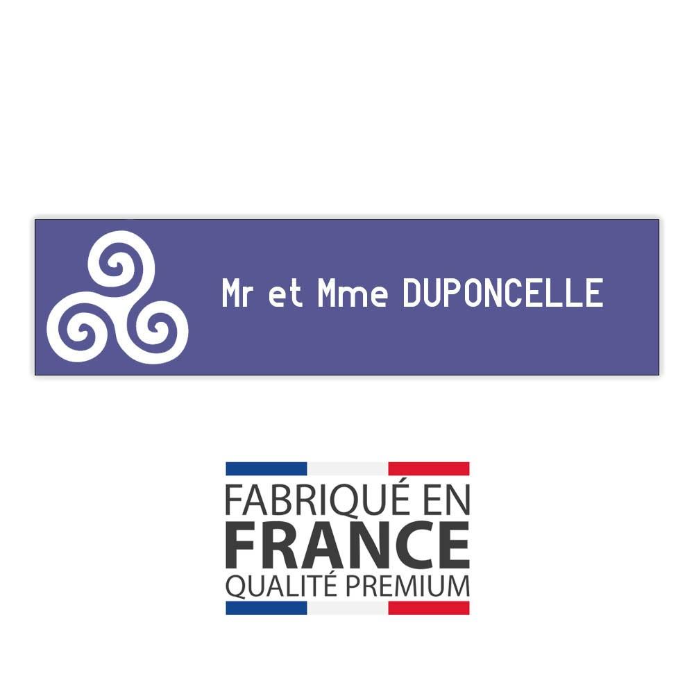 Plaque boite aux lettres format Decayeux TRISKELL (100x25mm) violette lettres blanches - 1 ligne