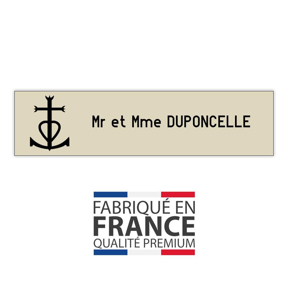 Plaque boite aux lettres format Decayeux CROIX CAMARGUAISE (100x25mm) beige lettres noires - 1 ligne
