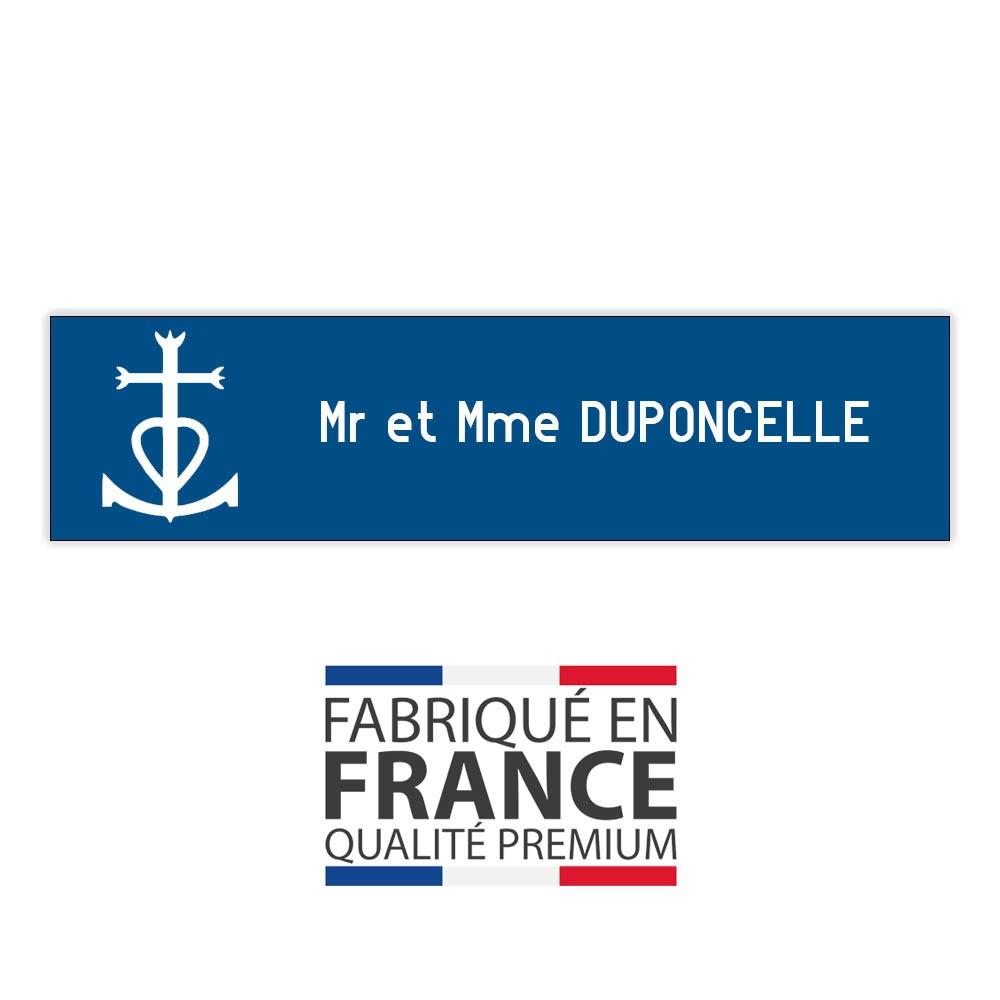 Plaque boite aux lettres format Decayeux CROIX CAMARGUAISE (100x25mm) bleue lettres blanches - 1 ligne