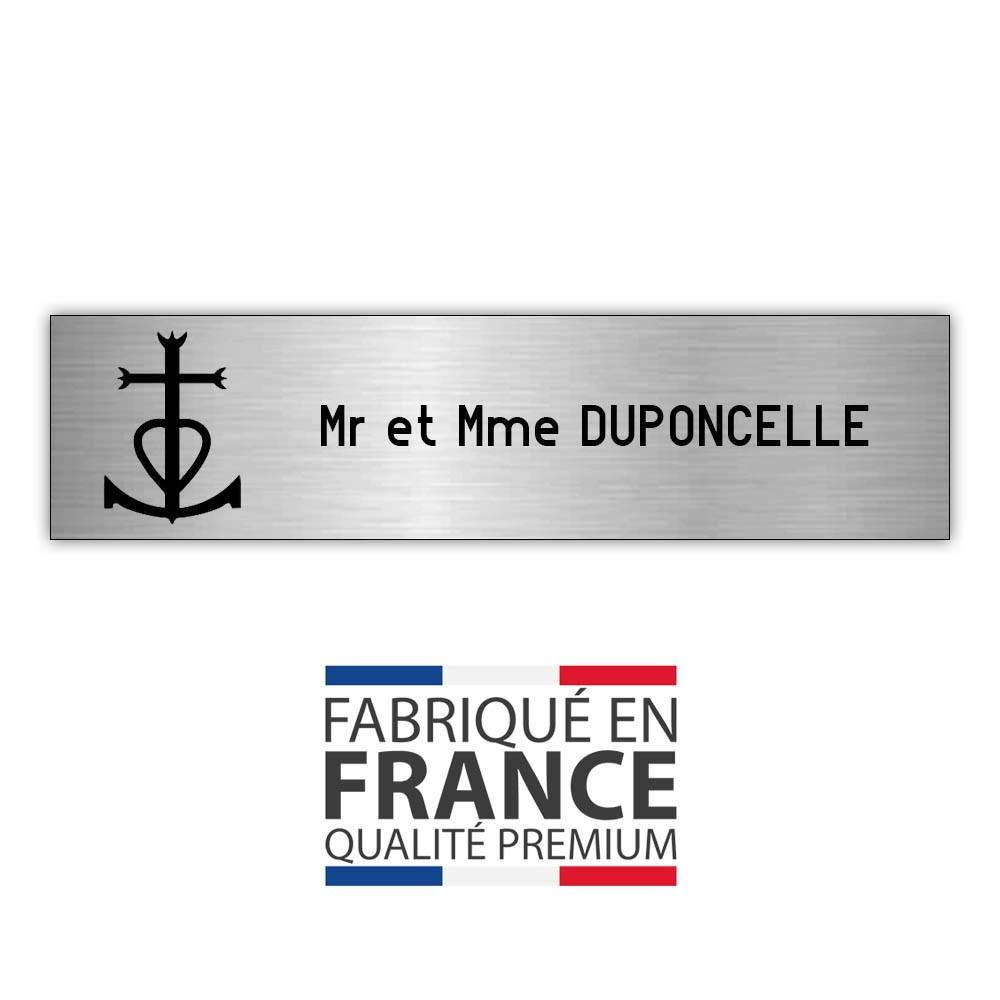 Plaque boite aux lettres format Decayeux CROIX CAMARGUAISE (100x25mm) gris argent lettres noires - 1 ligne