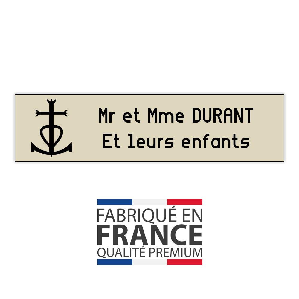 Plaque boite aux lettres format Decayeux CROIX CAMARGUAISE (100x25mm) beige lettres noires - 2 lignes