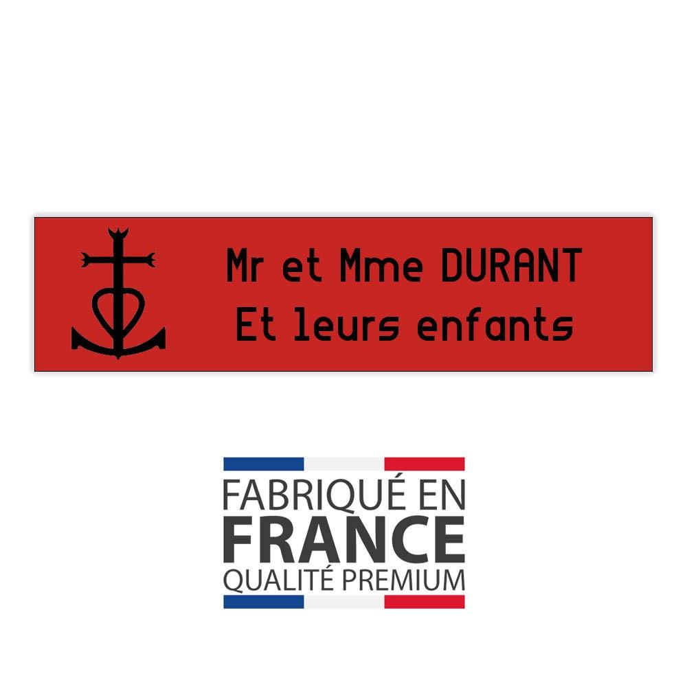 Plaque boite aux lettres format Decayeux CROIX CAMARGUAISE (100x25mm) rouge lettres noires - 2 lignes