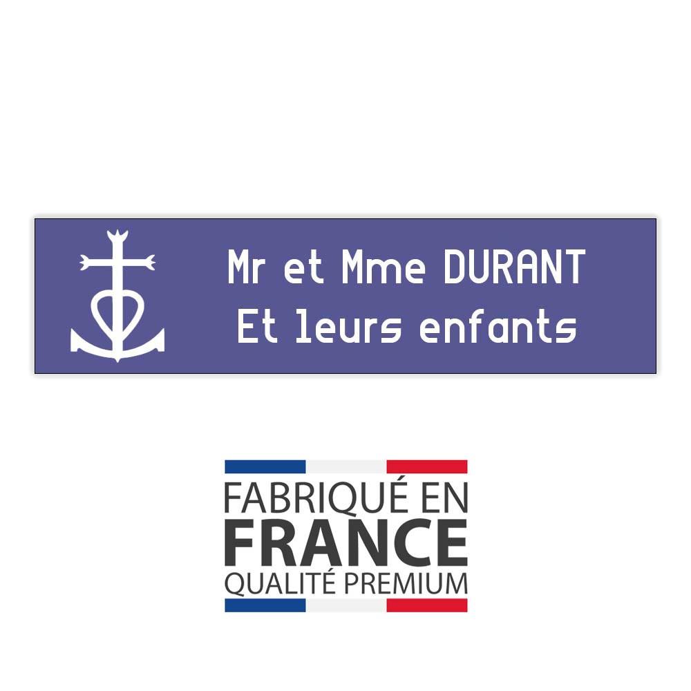Plaque boite aux lettres format Decayeux CROIX CAMARGUAISE (100x25mm) violette lettres blanches - 2 lignes