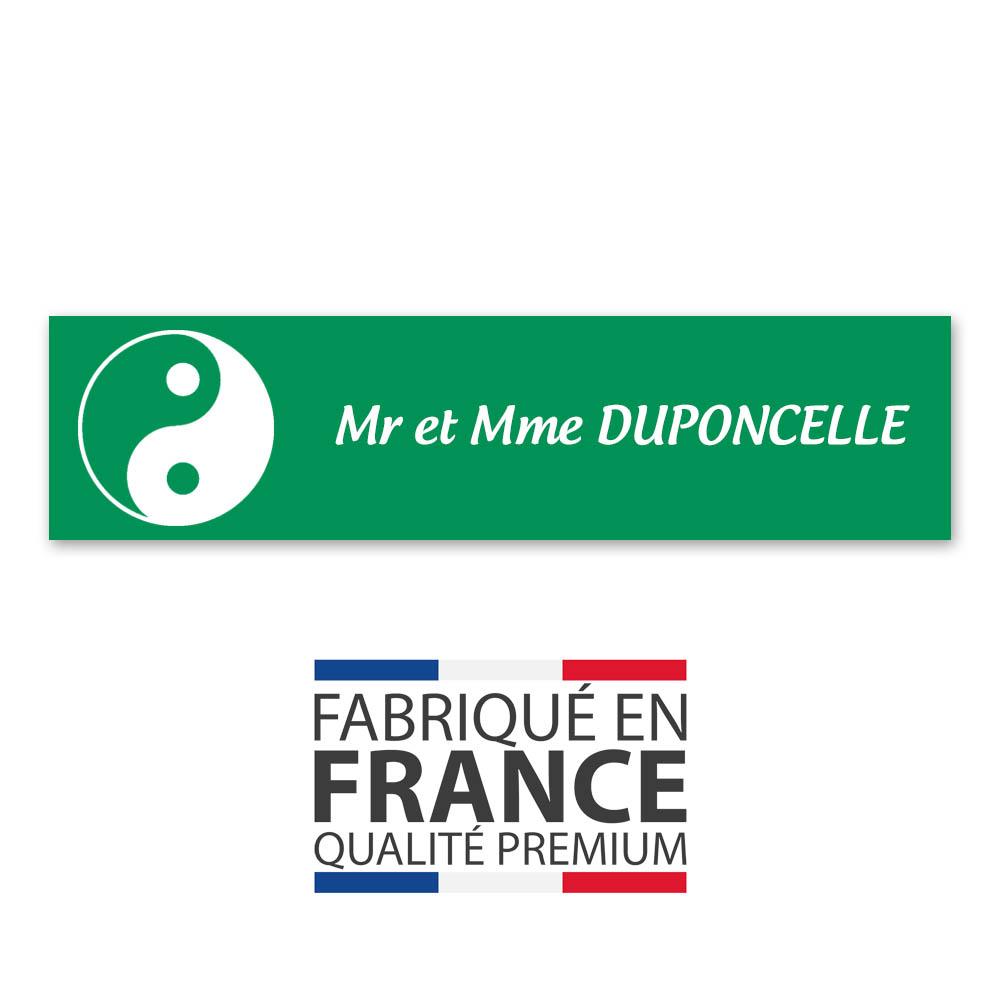 Plaque nom 1 ligne et symbole YIN YANG pour boite aux lettres type Decayeux (100x25mm) couleur vert clair