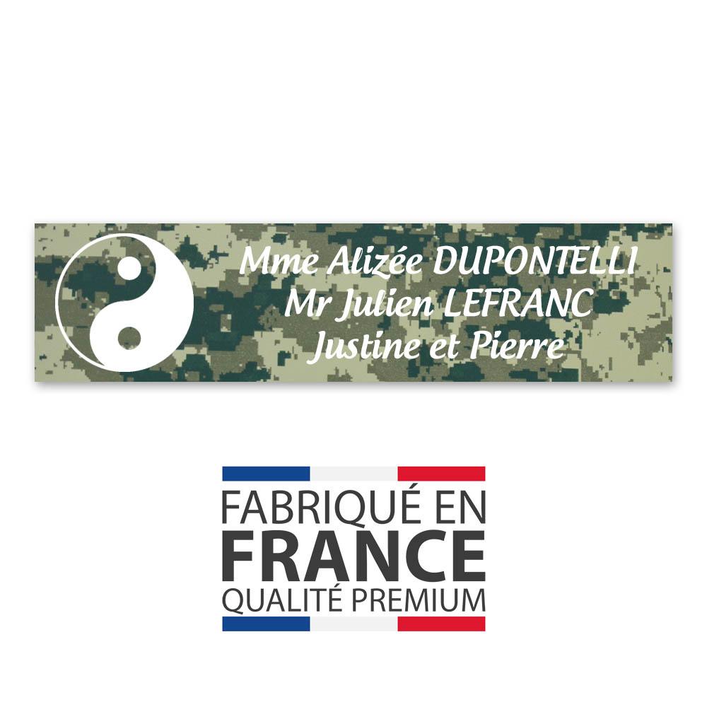Plaque nom 2 lignes et symbole YIN YANG pour boite aux lettres type Decayeux (100x25mm) texture camouflage vert