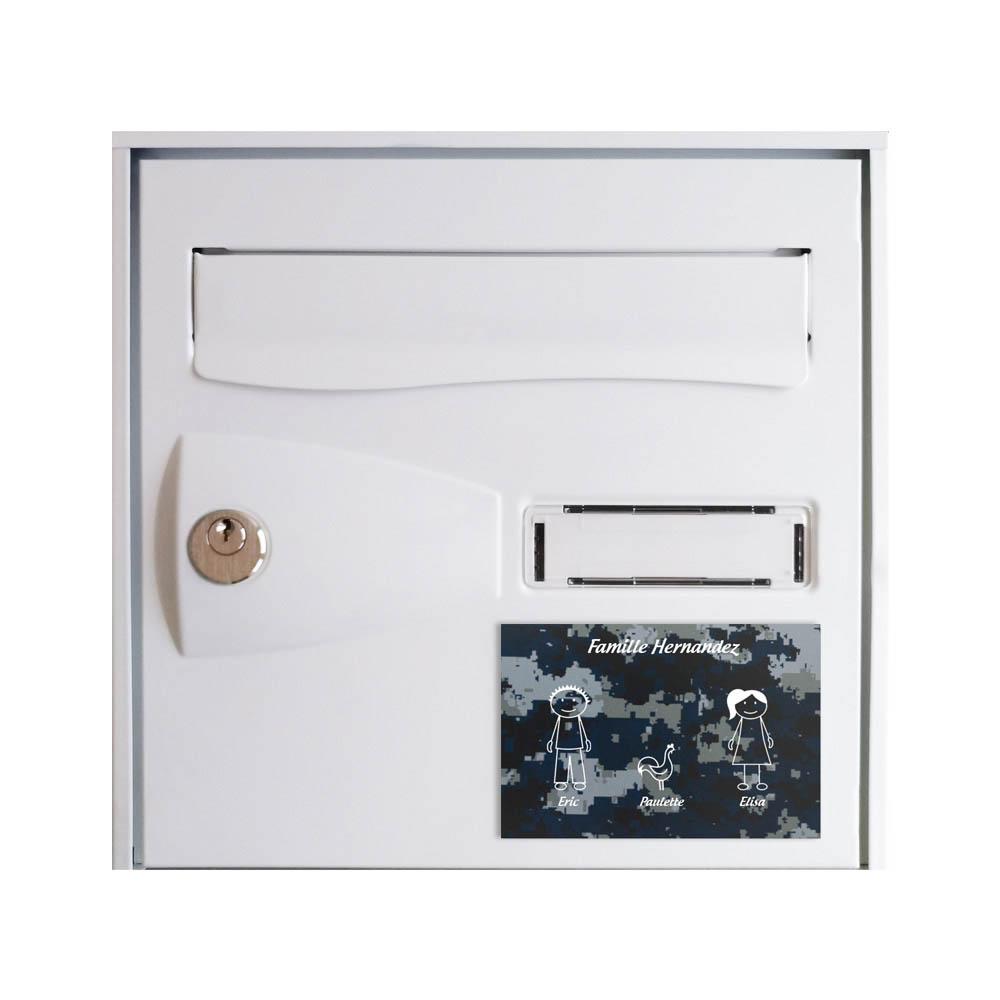 Plaque de maison Family personnalisée avec 3 membres pour boite aux lettres - Format 12x8 cm - Effet camouflage bleu