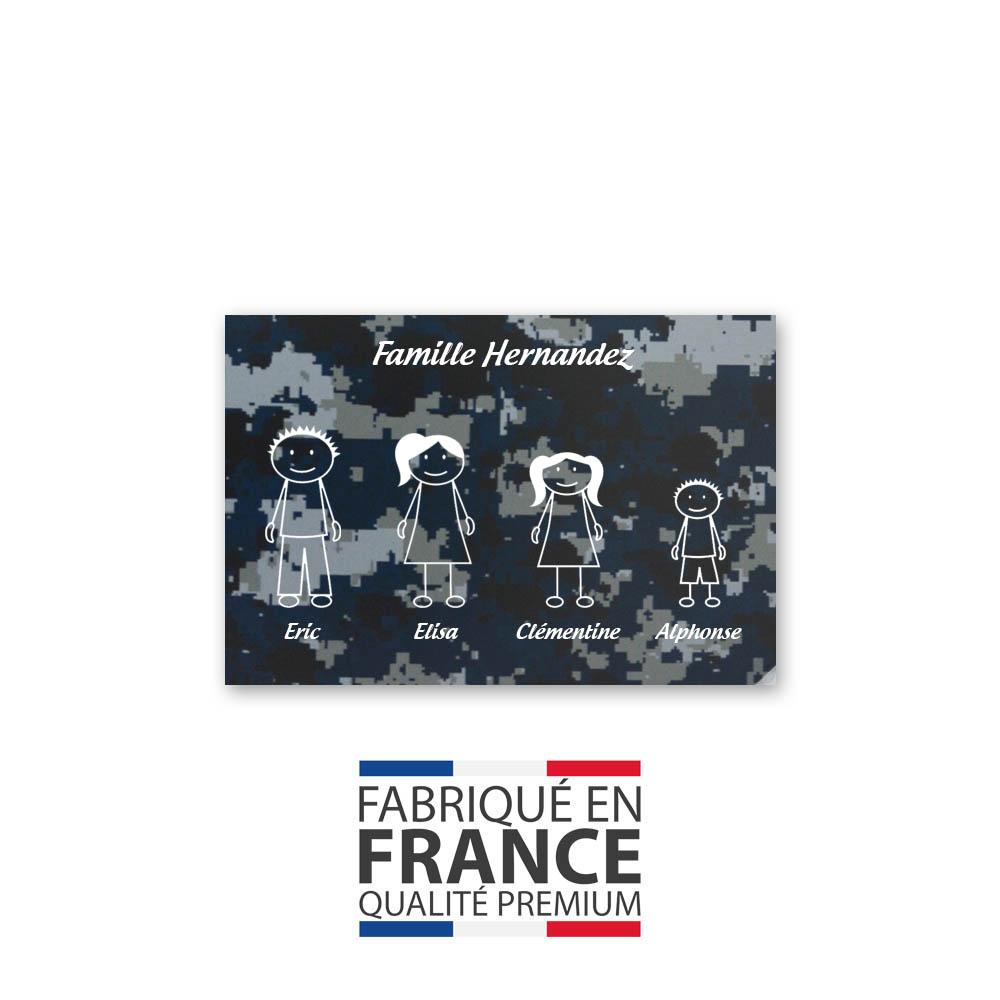 Plaque de maison Family personnalisée avec 4 membres pour boite aux lettres - Format 12x8 cm - Effet camouflage bleu