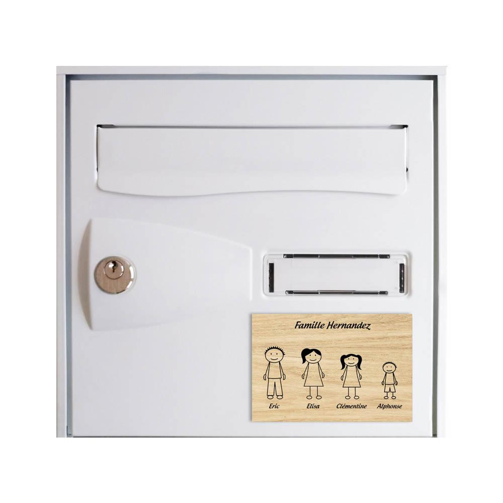 Plaque de maison Family personnalisée avec 4 membres pour boite aux lettres - Format 12x8 cm - Effet bois clair
