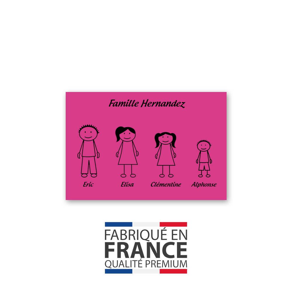 Plaque de maison Family personnalisée avec 4 membres pour boite aux lettres - Format 12x8 cm - Couleur rose / noir
