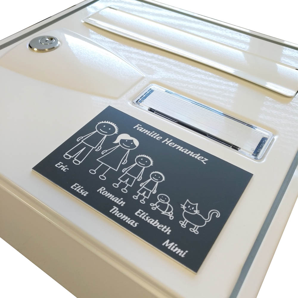 Plaque de maison Family personnalisée avec 4 membres pour boite aux lettres - Format 12x8 cm - Couleur blanche / noire