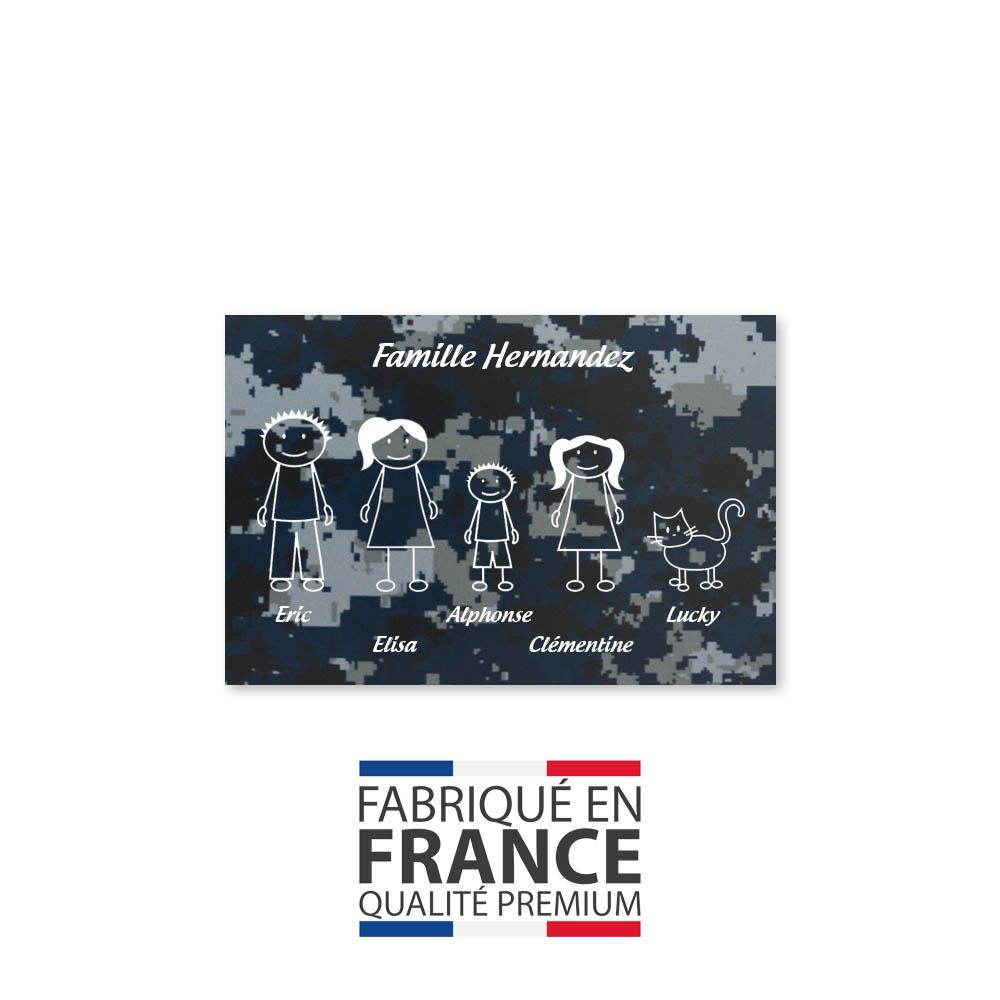 Plaque de maison Family personnalisée avec 5 membres pour boite aux lettres - Format 12x8 cm - Effet camouflage bleu