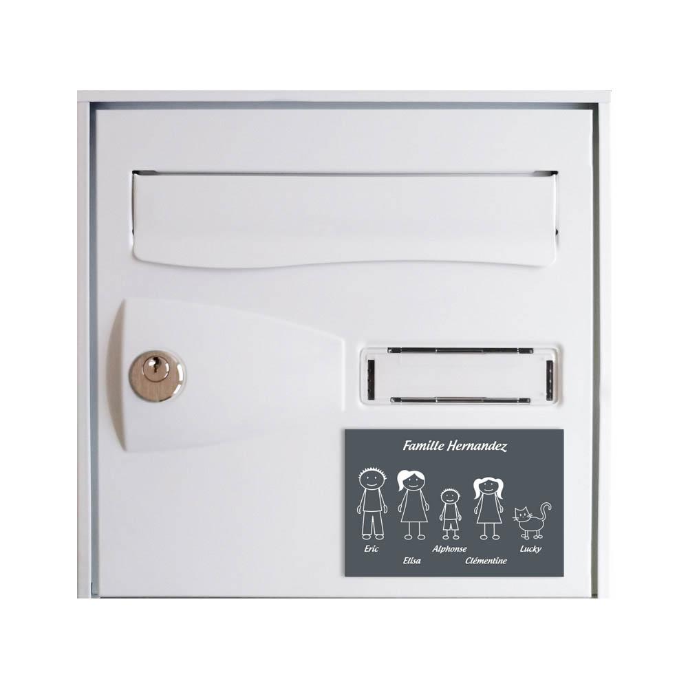 Plaque de maison Family personnalisée avec 5 membres pour boite aux lettres - Format 12x8 cm - Couleur grise