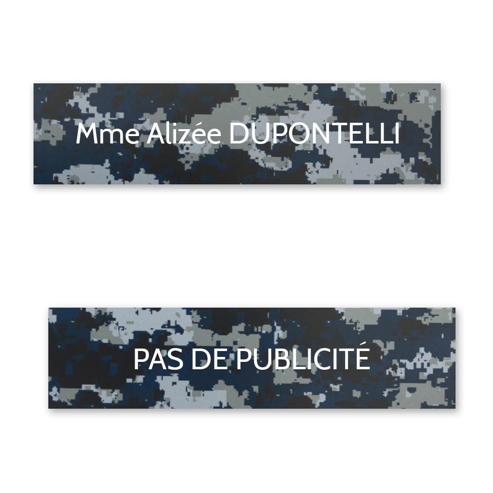 Plaque nom + Plaque Stop Pub pour boite aux lettres format Decayeux (100x25mm) Camo Bleu lettres blanches - 1 ligne