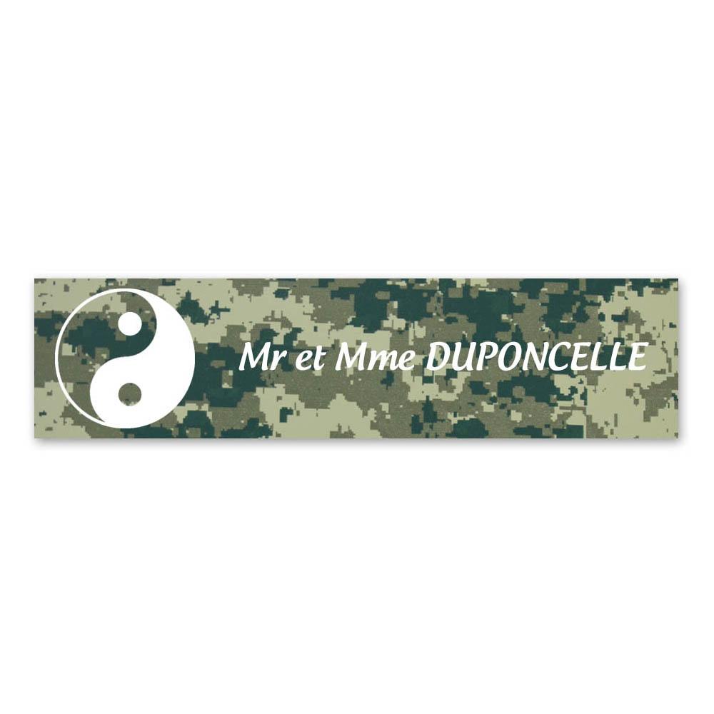 Plaque nom 1 ligne et symbole YIN YANG pour boite aux lettres type Decayeux (100x25mm) texture camouflage vert