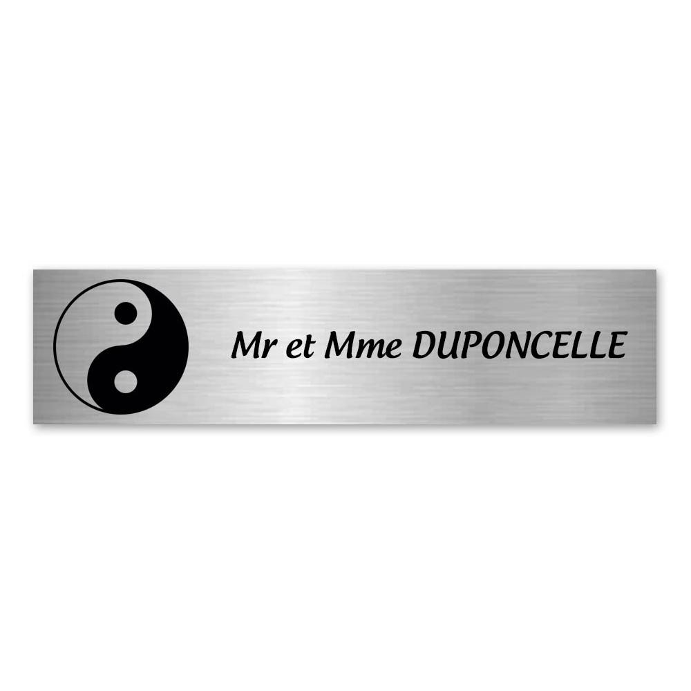 Plaque nom 1 ligne et symbole YIN YANG pour boite aux lettres type Decayeux (100x25mm) couleur argent brossé